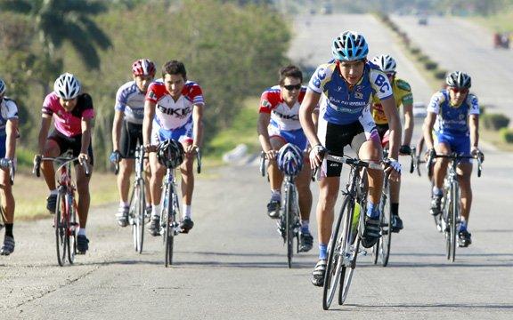 Eder Frayre en Top 10 de segunda etapa en Clásica de Redlands