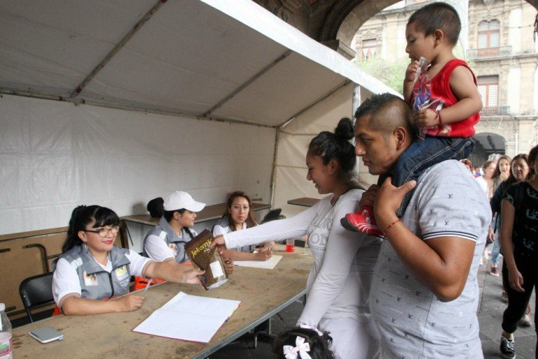 Informa Gobierno de CDMX sobre centro de acopio para damnificados de Ecuador