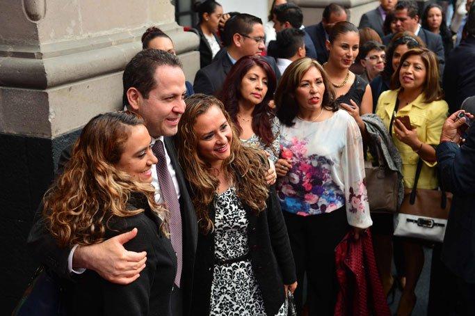 Entregan reconocimientos a maestros mexiquenses con mejores calificaciones