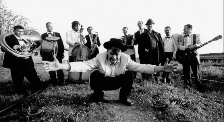 "Emir Kusturica & The No Smoking Orchestra encabezará el   ""Balkan Fest 2016"""