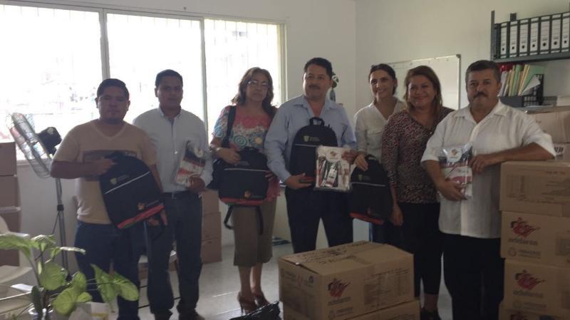 Entrega Voluntariado de la SEV material didáctico en Atzalan