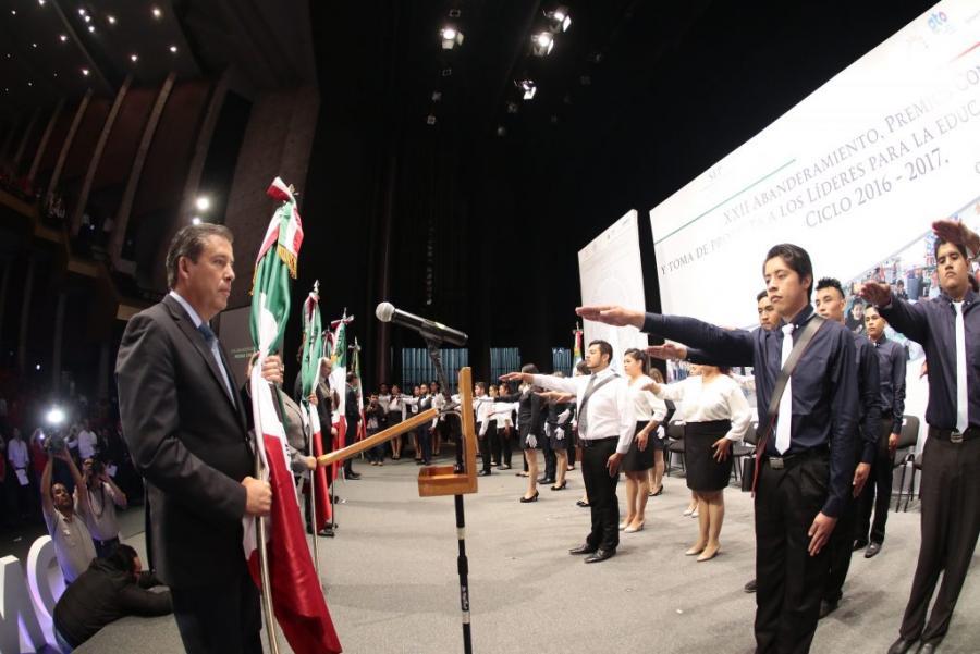 Atienden Gobierno del Estado y CONAFE el rezago educativo de Guanajuato