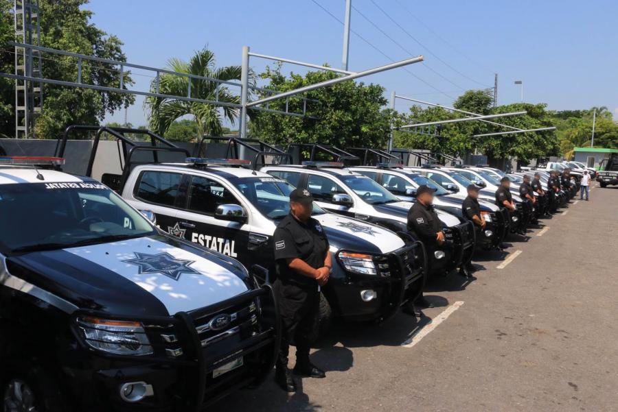 Gobernador entrega doce patrullas a la Policía Estatal Acreditable