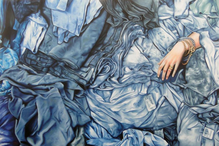 Plasman la presión social a las mujeres a través de textiles