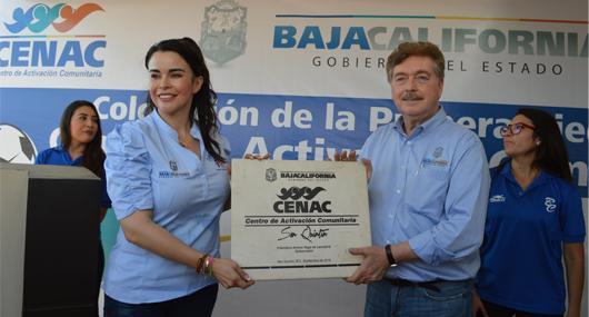 GOBERNADOR Y PRESIDENTA DEL DIF ESTATAL COLOCAN PRIMERA PIEDRA DEL CENTRO COMUNITARIO SAN QUINTÍN