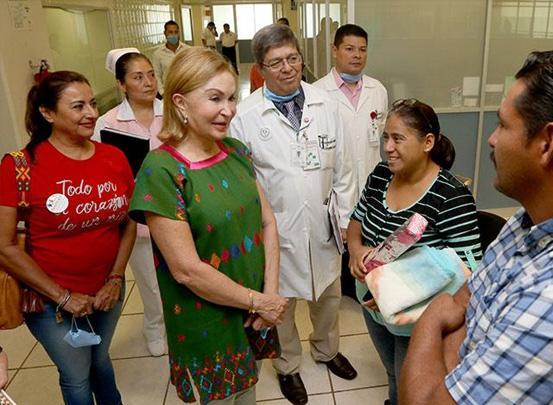 Visita Leticia Coello de Velasco a niñas y niños beneficiados con operaciones gratuitas del corazón