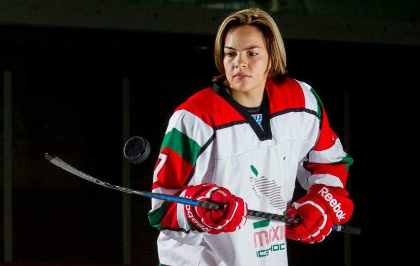 Logra Claudia Téllez contrato histórico en hockey sobre hielo