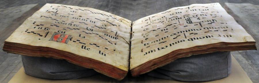 Inauguran la muestra El solitario libro de coro en la Biblioteca de México