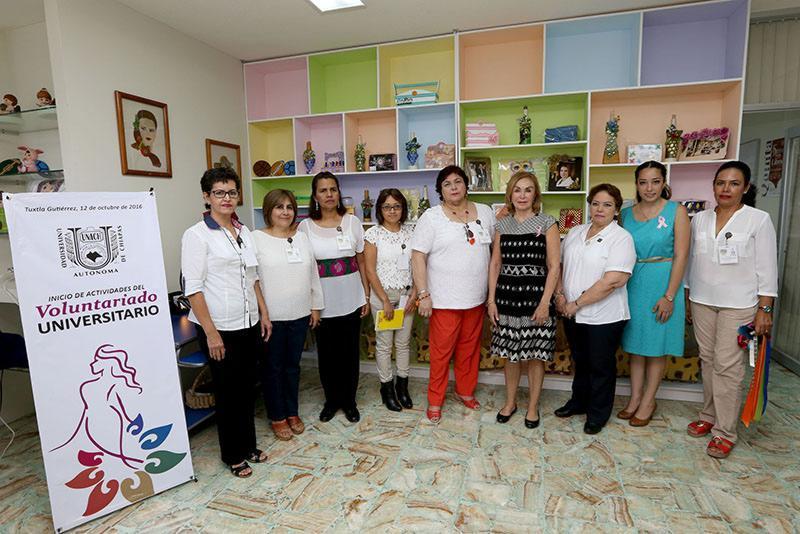 Toma protesta Leticia Coello de Velasco al Voluntariado de la Unach