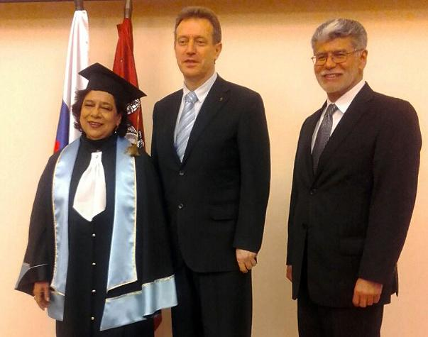 TERESA FRANCO RECIBE HONORIS CAUSA DE LA UNIVERSIDAD ESTATAL RUSA DE LAS HUMANIDADES