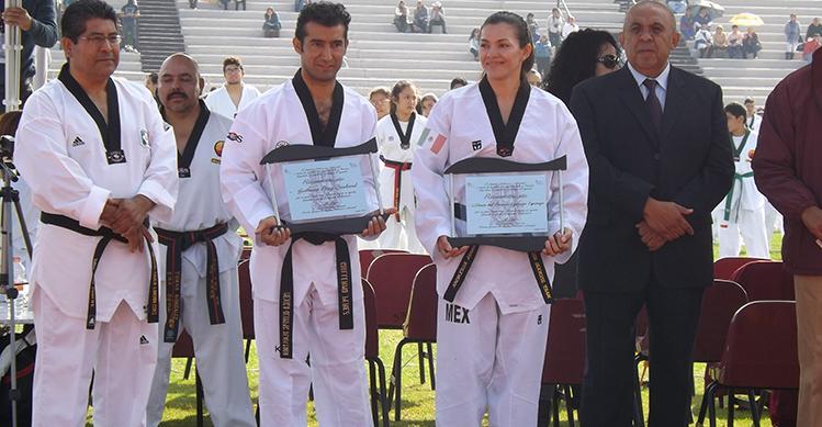 Otorga IPN reconocimiento a medallistas de oro olímpico en taekwondo