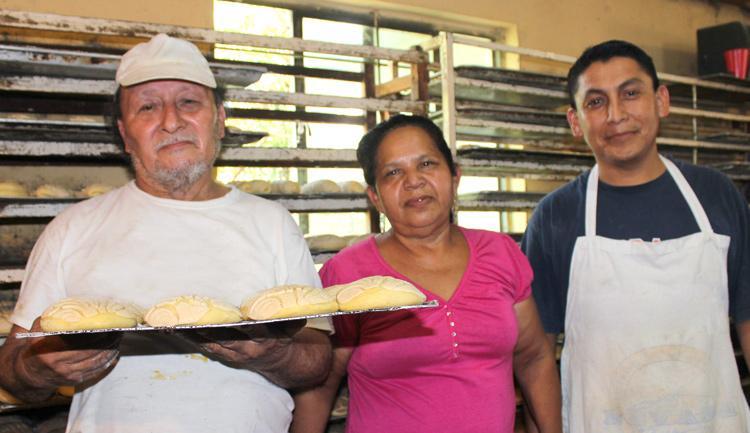 El PRONAFIM apoya proyectos productivos como los de María Estela, microempresaria panadera