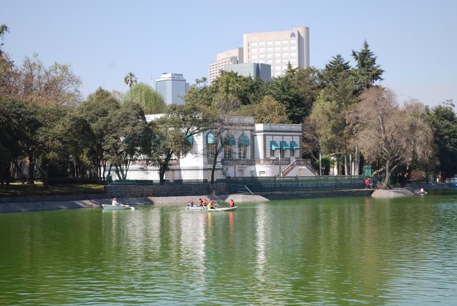"""Primera """"Noche de Lectura Tenebrosa"""" siembra el terror sobre las aguas del Lago de Chapultepec"""