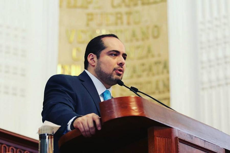 PIDEN HACER VALER LOS DERECHOS DE TRABAJADORES DE AEROMEXICO