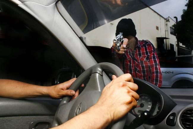 SENTENCIA DE 10 AÑOS DE PRISIÓN CONTRA UN HOMBRE POR ROBO DE UN VEHÍCULO DE ALQUILER