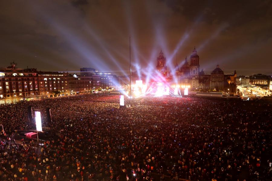 Más de 120 mil personas disfrutan de concierto de Alejandro Fernández
