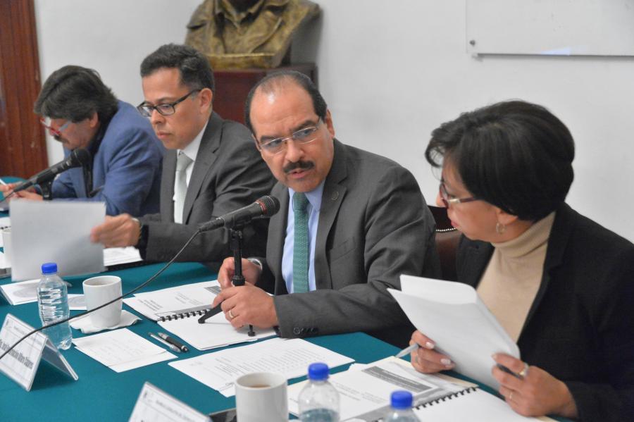 Analizar las atribuciones del Poder Ejecutivo en la CDMX