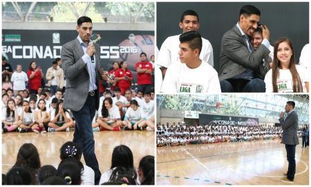 Gustavo Ayón compartió su experiencia a niños basquetbolistas