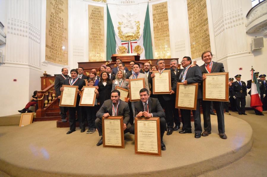 Conceden Medalla Miguel Ángel Granados Chapa 2016 en la ALDF a periodistas