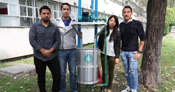 Politécnicos limpian canal nacional de la CDMX