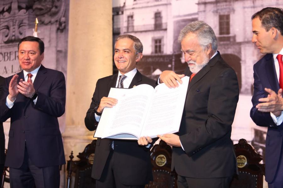 Día histórico para la CDMX; publica su primera Constitución