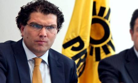 El Senador Rios Piter deja el PRD