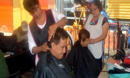 Cortes de cabello, atención médica y mása€¦ Gratis