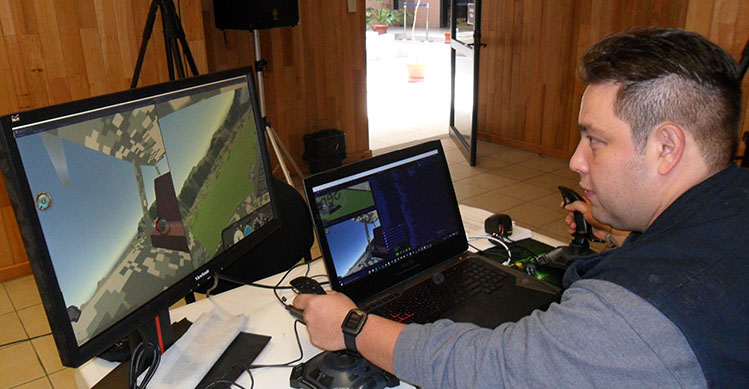 Buscan politécnicos independencia tecnológica con simulador de vuelo