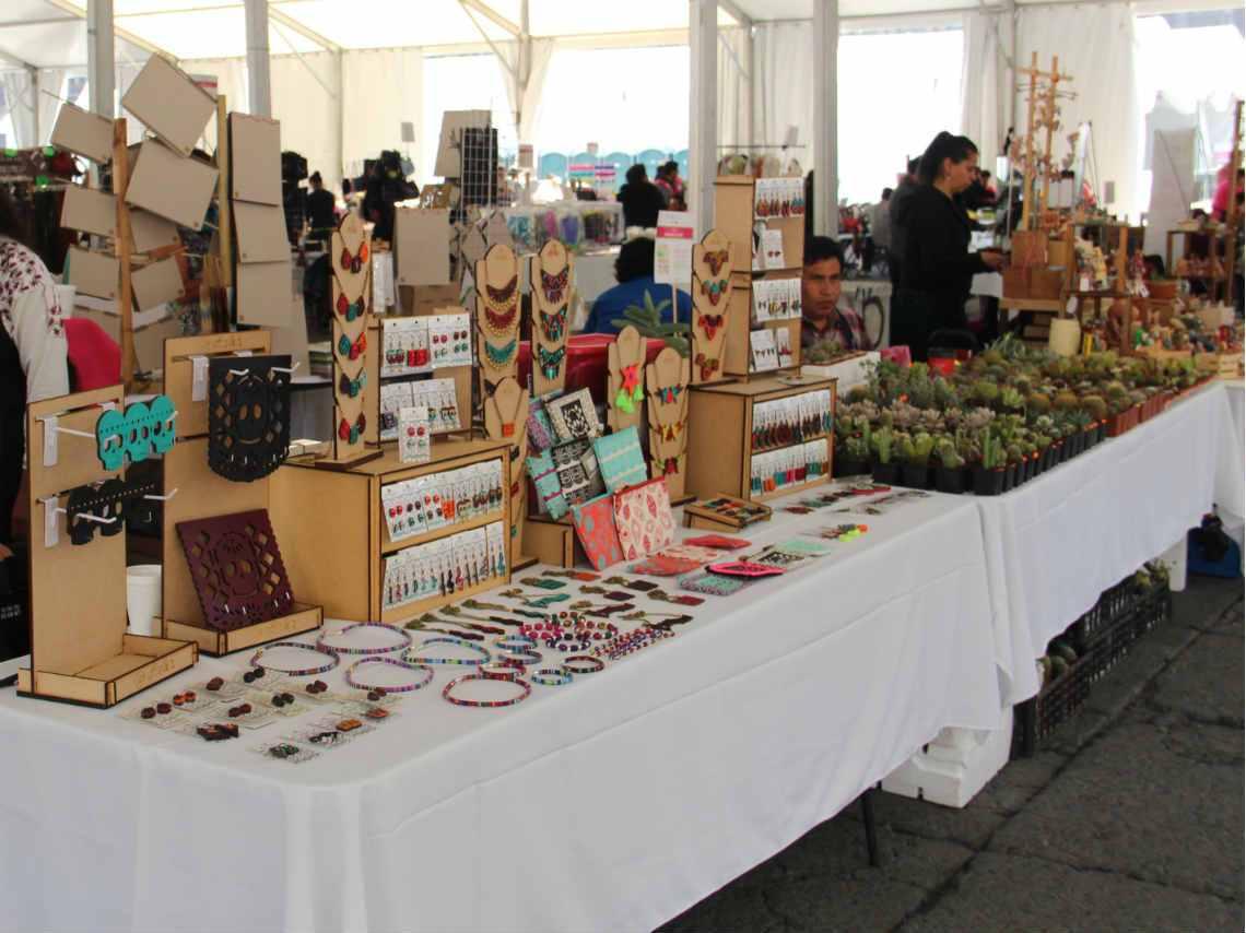 Llega al Zócalo capitalino la Feria de Artesanías