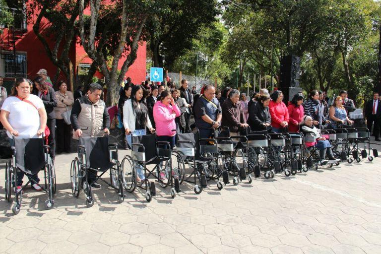 Entrega Delegación Cuajimalpa 11 sillas de ruedas