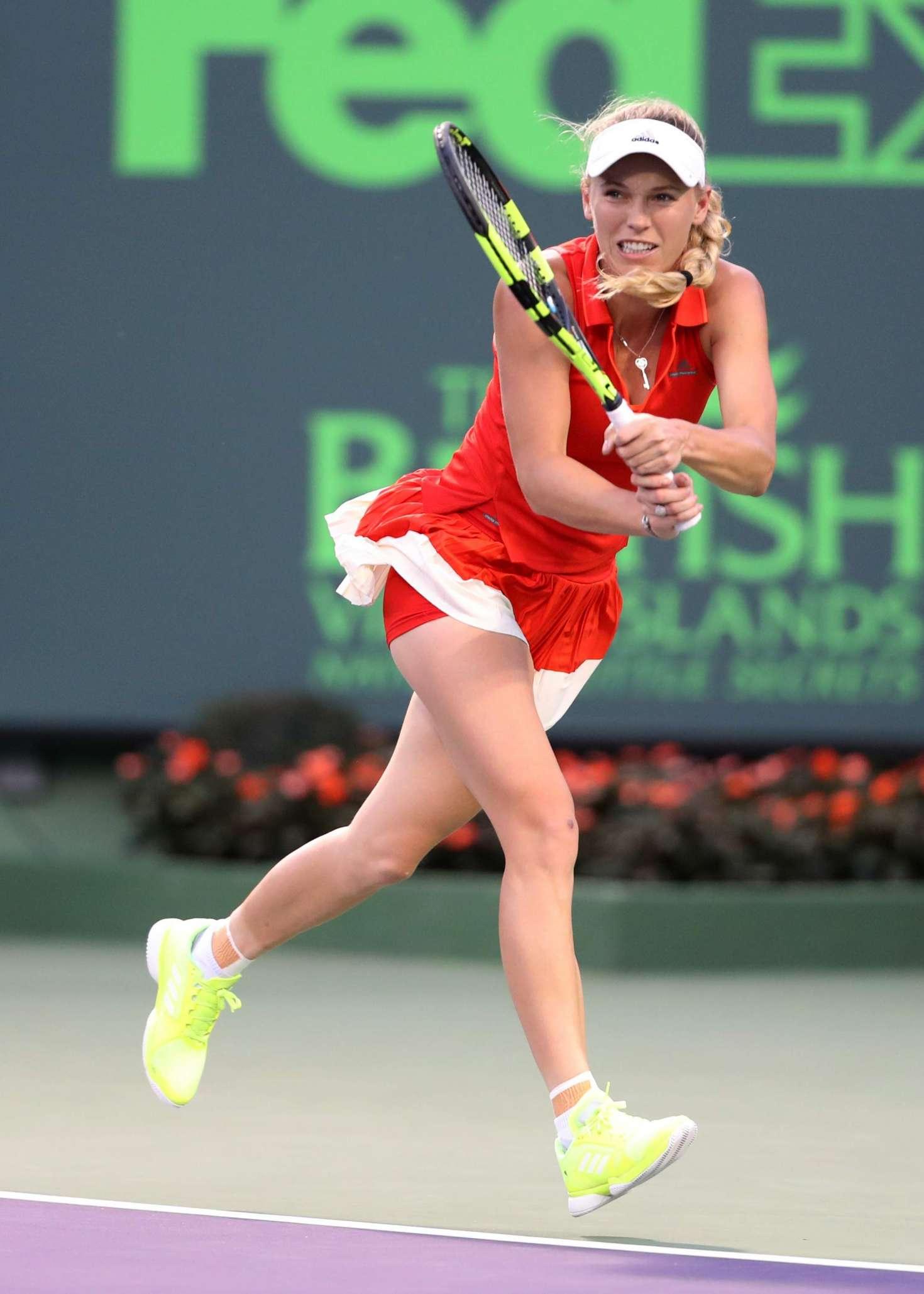 Wozniacki pasa semifinales en Miami al vencer a Safarova