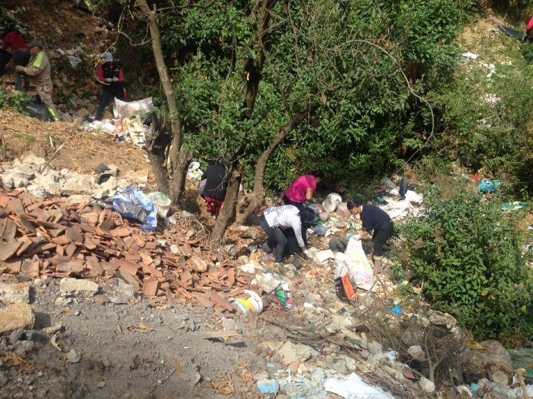 Delegación Cuajimalpa realiza limpieza de la barranca Moneruco