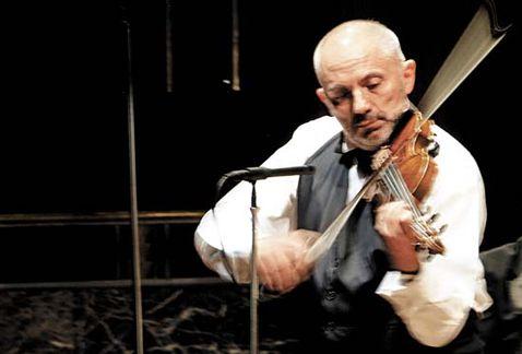 El violinista Román Revueltas ofrecerá un recital con música de Bach y Paganini