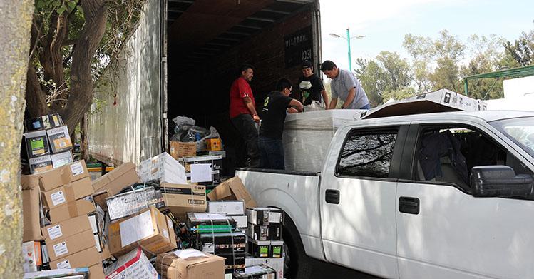 Acopia 32 toneladas de residuos Reciclatrón CDMX en ESIME Culhuacán