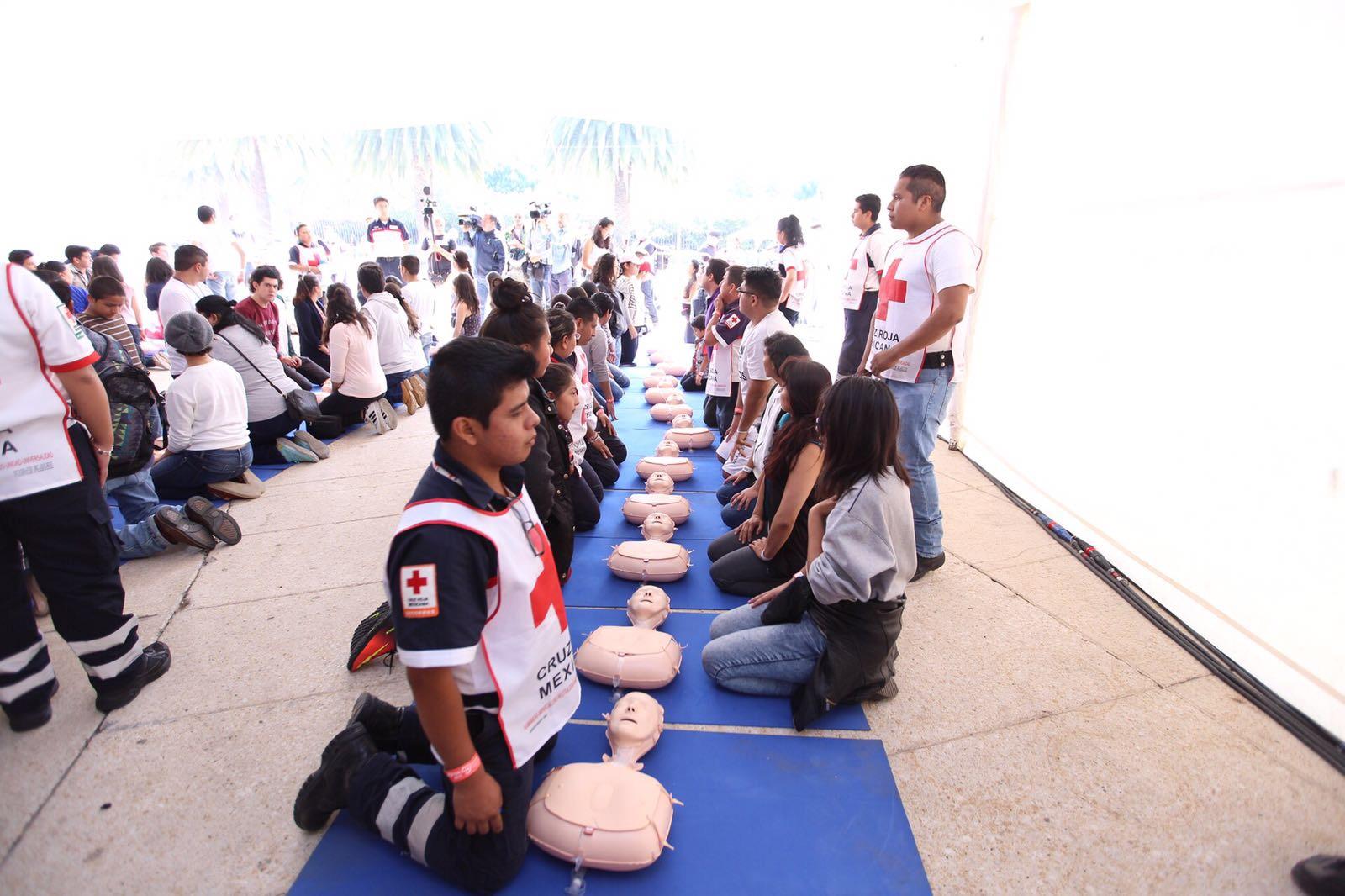 Capacita Gobierno de CDMX a población en reanimación cardiopulmonar; se busca romper récord Guinness