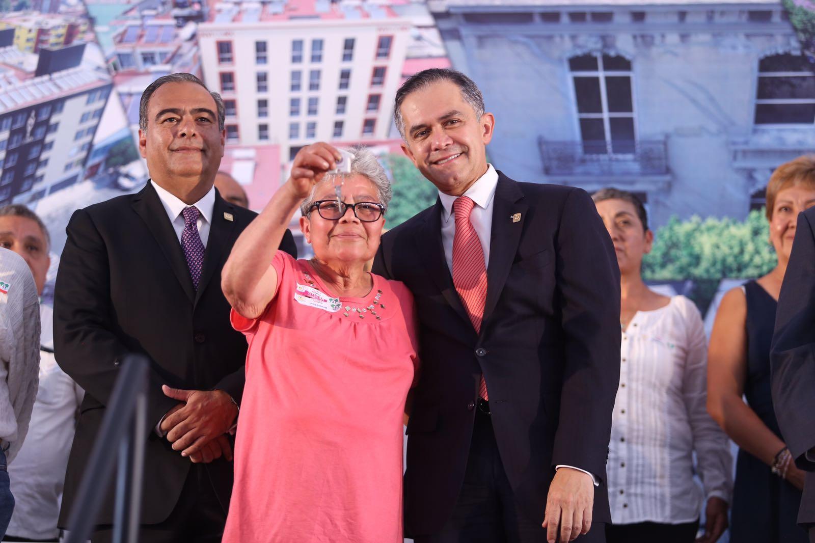 Entrega Gobierno de CDMX 896 viviendas dignas a familias capitalinas