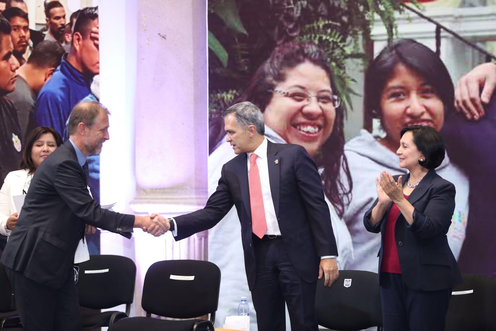 Refrenda Gobierno de CDMX compromiso de inclusión a migrantes