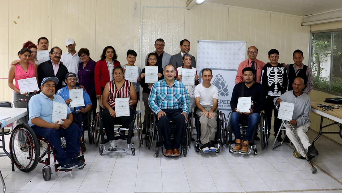 PROYECTA ESTRATEGIA EMPODERA-T A NUEVOS EGRESADOS EN CURSO DE REPARACIÓN DE CELULARES