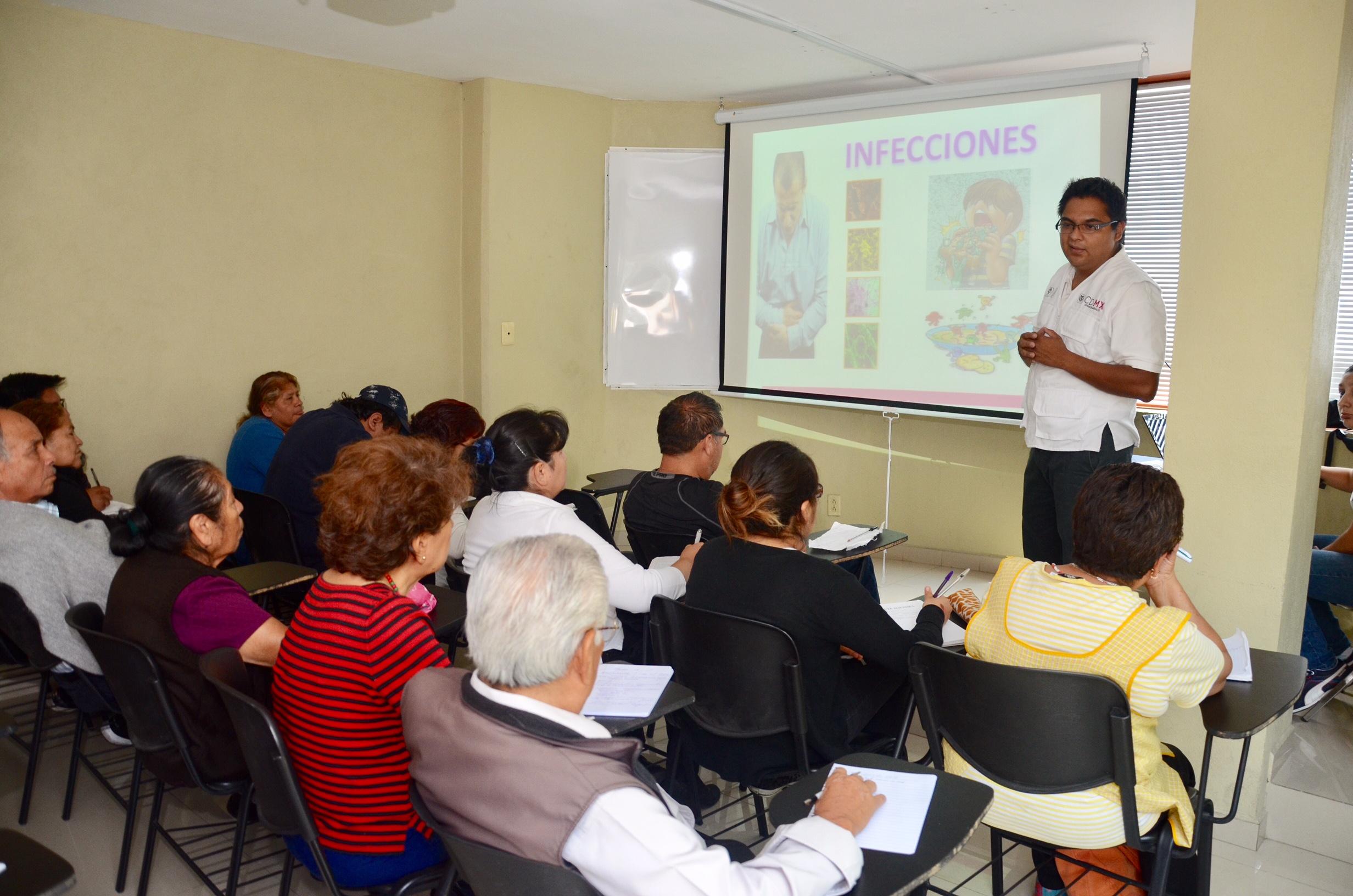 Capacita Gobierno de CDMX a comerciantes del Paseo de las Facultades de la UNAM en manejo de alimentos