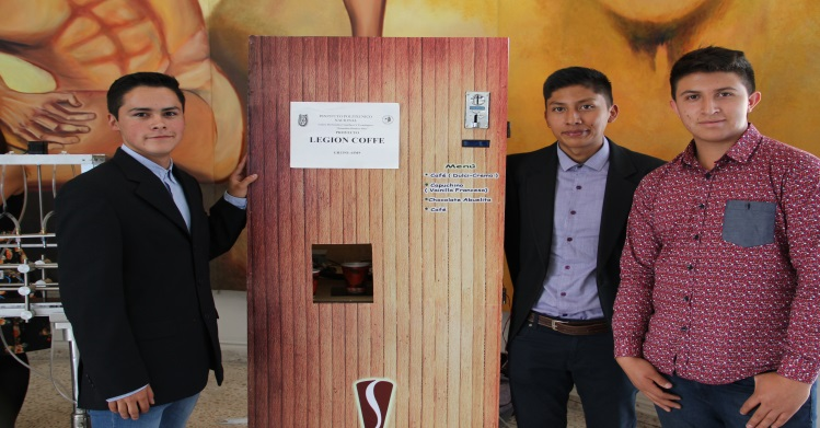 Con materiales de bajo costo, politécnicos desarrollan máquina expendedora de café