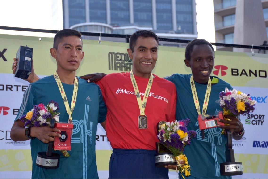 Mexicanos suben al podio del Medio Maratón de la CDMX