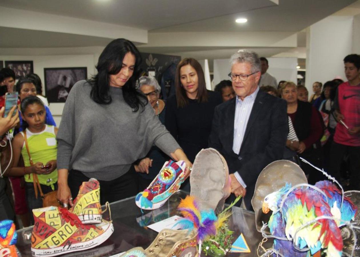 INAUGURAN DIONE ANGUIANO Y SERGIO SARMIENTO  EXPOSICIÓN DE ARTE JOVEN CAMINOS DE LA LIBERTAD