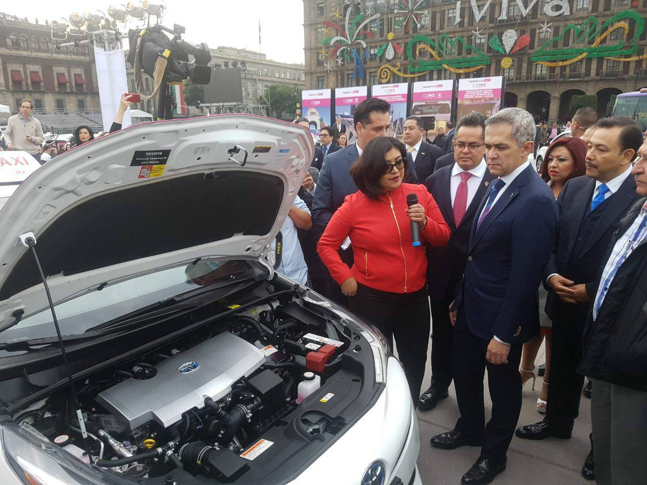 Entrevista al Secretario de Movilidad, Héctor Serrano, en el marco del banderazo de salida de taxis híbridos.
