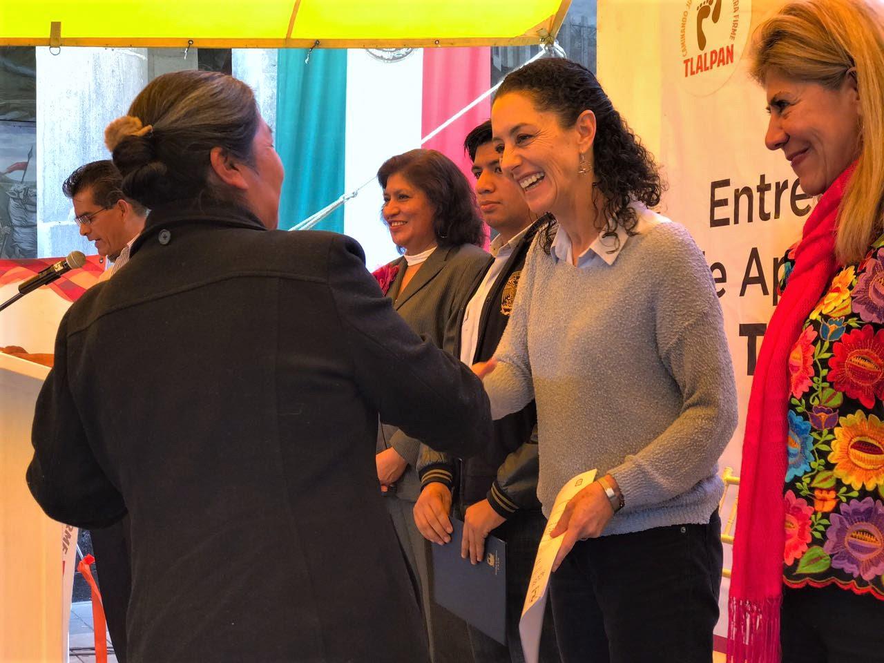Entrega Claudia Sheinbaum recursos para impulsar proyectos productivos en Tlalpan