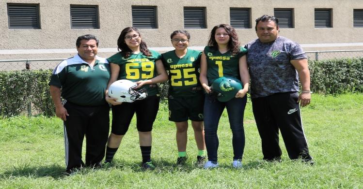 Ola verde de Upiicsa lanza equipo de fútbol americano femenil