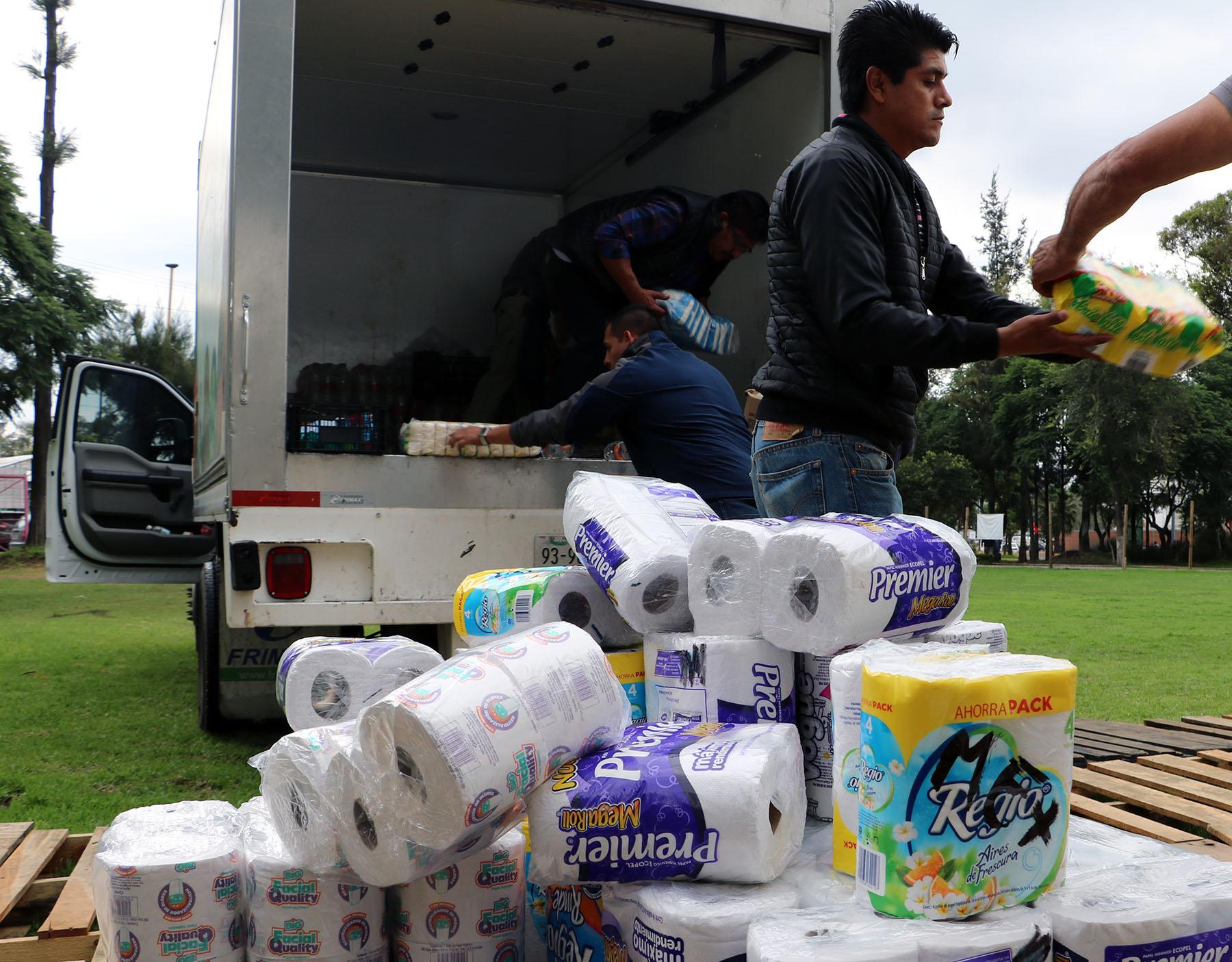Sigue llegando ayuda al Centro de Acopio de la Central de Abasto de la Ciudad de México (CEDA)
