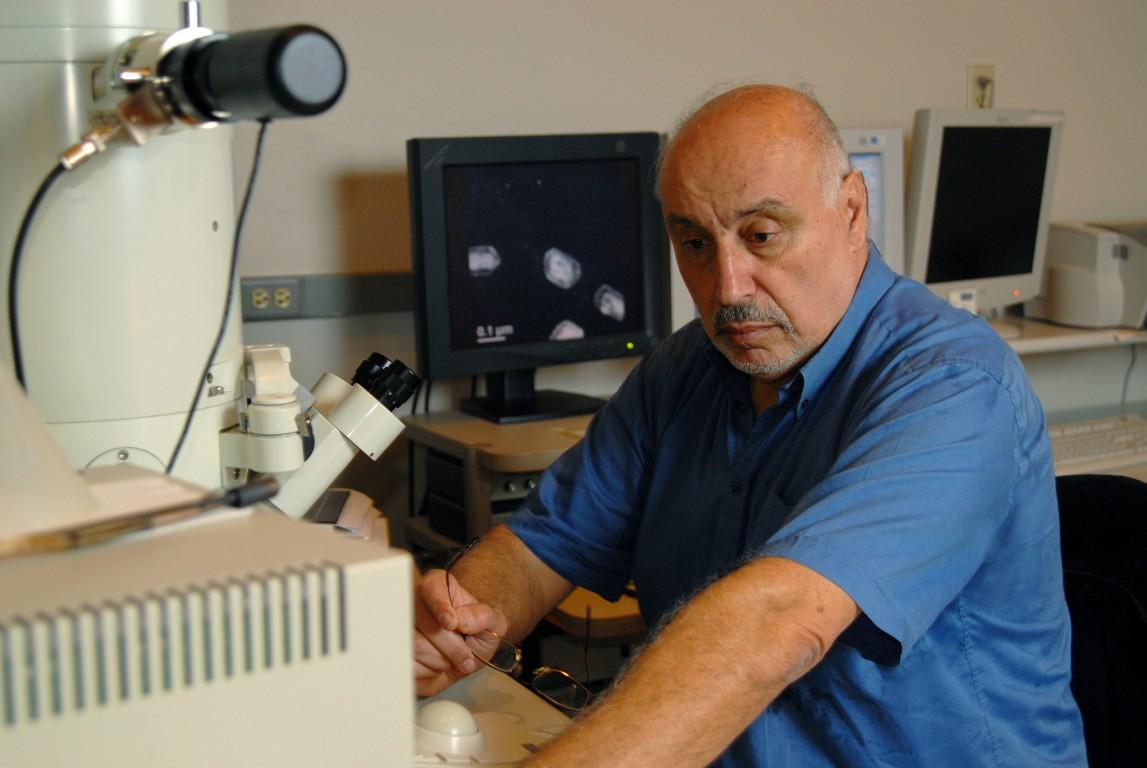Sociedad Americana de Física otorga premio al Dr. Miguel José Yacamán