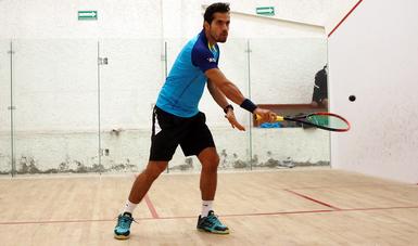 El jugador de squash César Salazar, ocupa el número 19 en el mundo