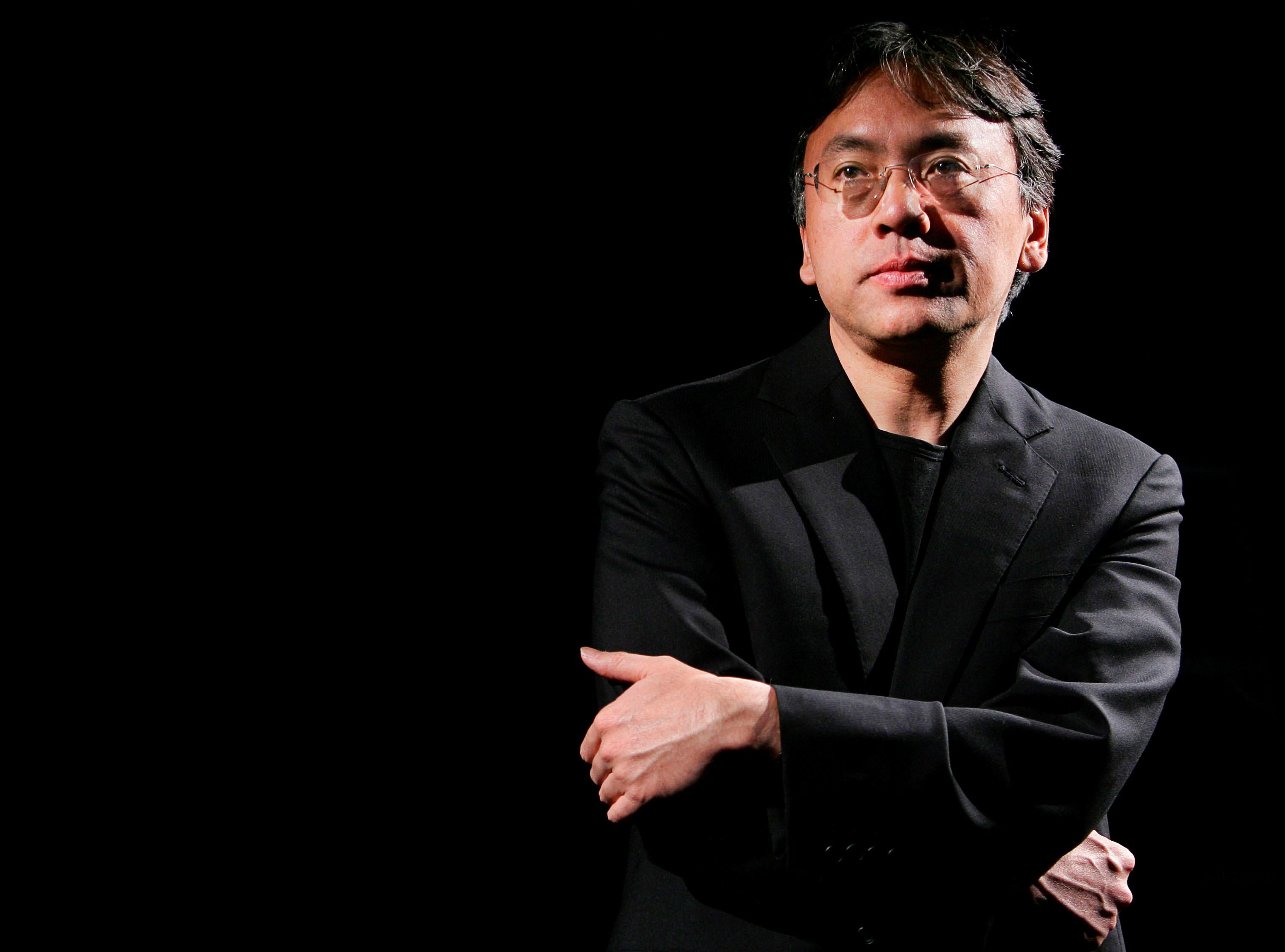 RECIBE KAZUO ISHIGURO NOBEL DE LITERATURA