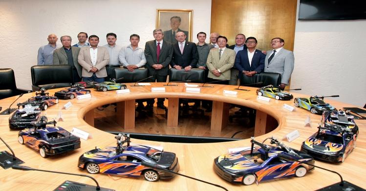 Dona gobierno alemán 11 vehículos autónomos a diferentes universidades de México